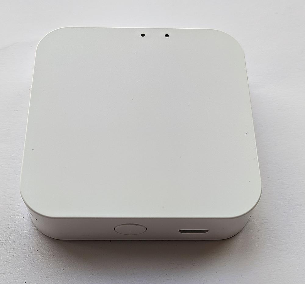 Умный дом: Комплект термоконтроль - контроллер (шлюз) Tervix Zigbee Gateway и 2 беспроводные радиаторные термоголовки Tervix EVA - 8